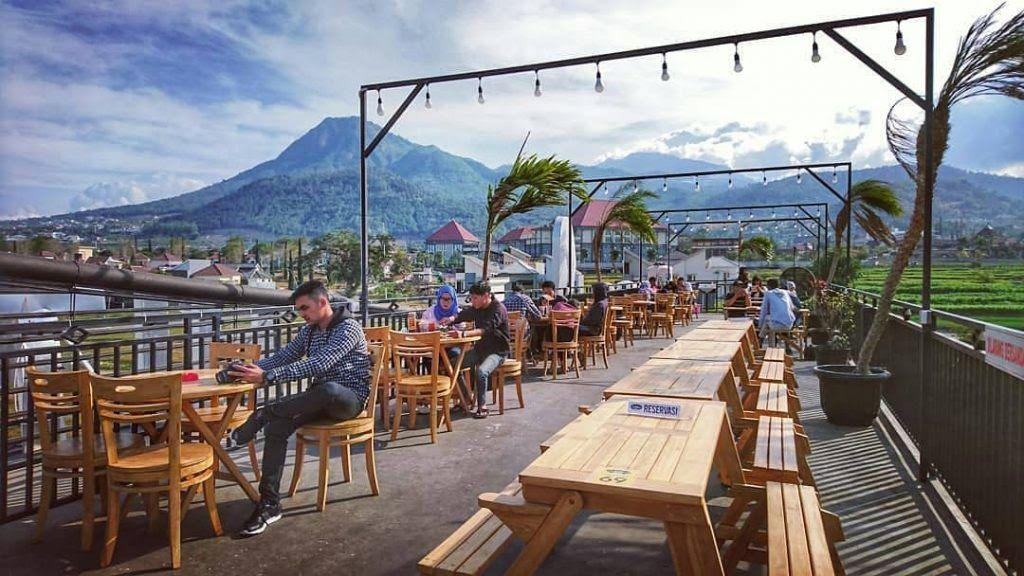 17 Pemandangan Alam Malang 7 Cafe Outdoor Di Kota Batu Dengan Pemandangan Alam Yang Download Taman Langit Spot Selfie Dengan Latar Di 2020 Pemandangan Kota Batu