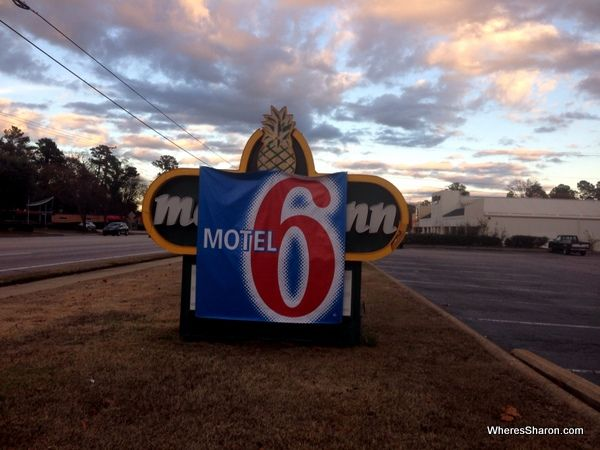 What does USA budget accommodation look like? Motel 6 Columbia  http://www.wheressharon.com/family-trip-usa-caribbean/road-trip-usa/usa-budget-accommodation-motel-6-columbia/  #travel #usa