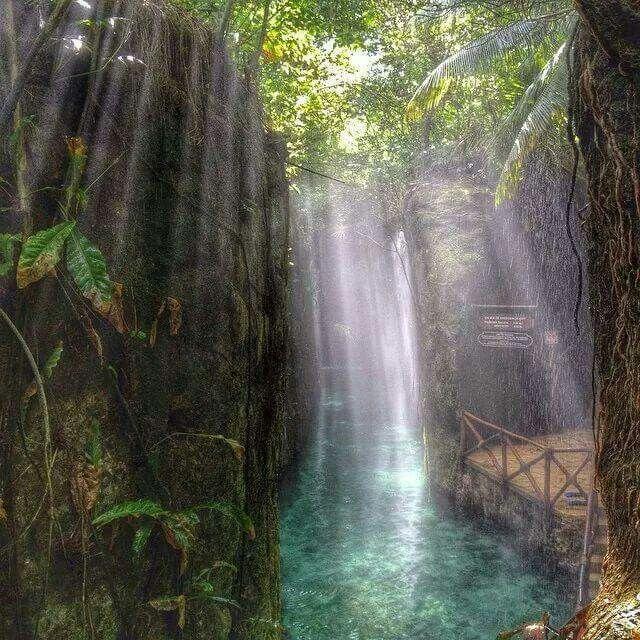 Rio subterraneo, en Xcaret, Quinta Roo, Mexico.