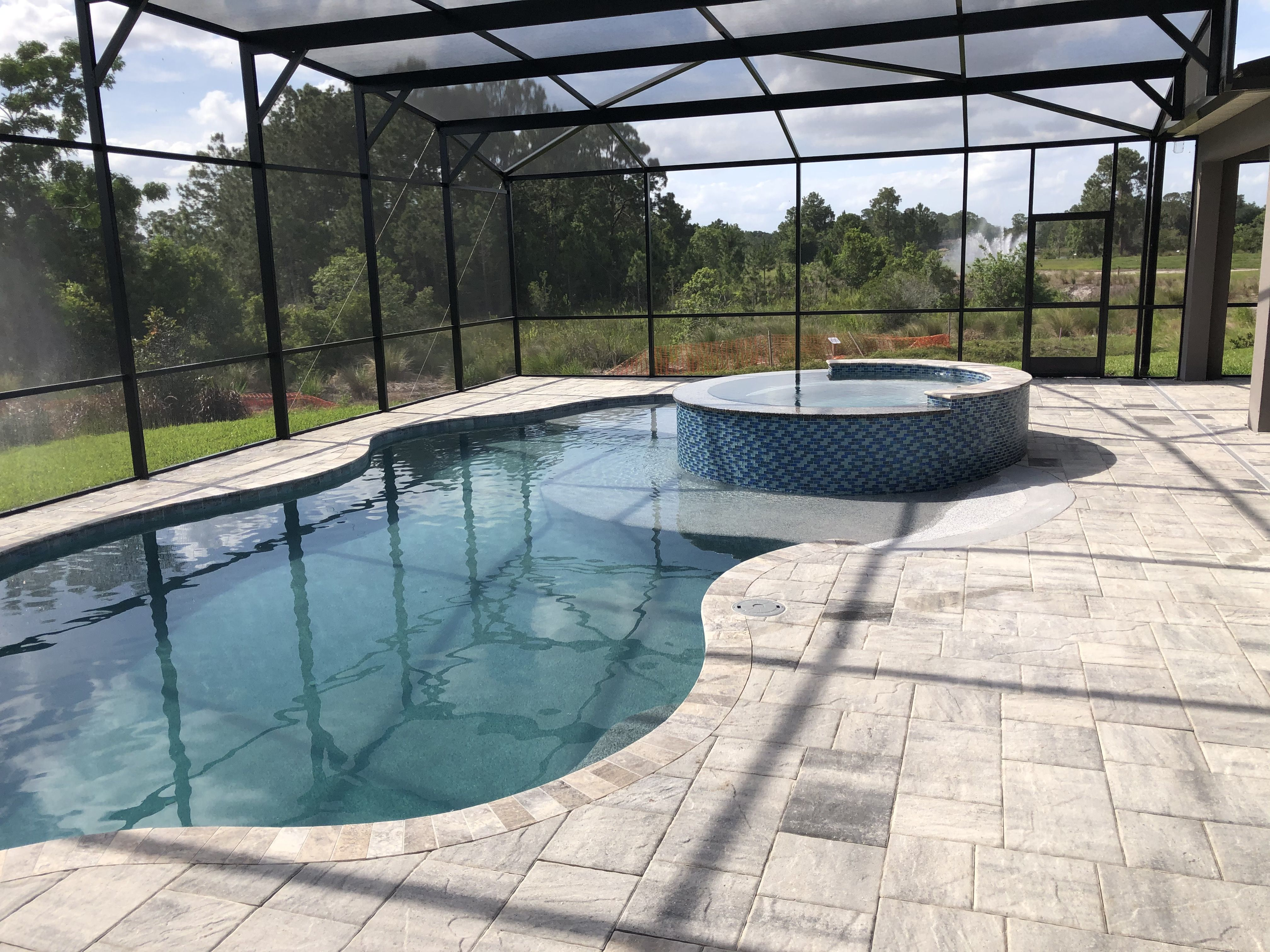 Pool And Spa With Screen Enclosure In Winter Garden Florida Swimming Pool Builder Spa Pool Swimming Pools Inground