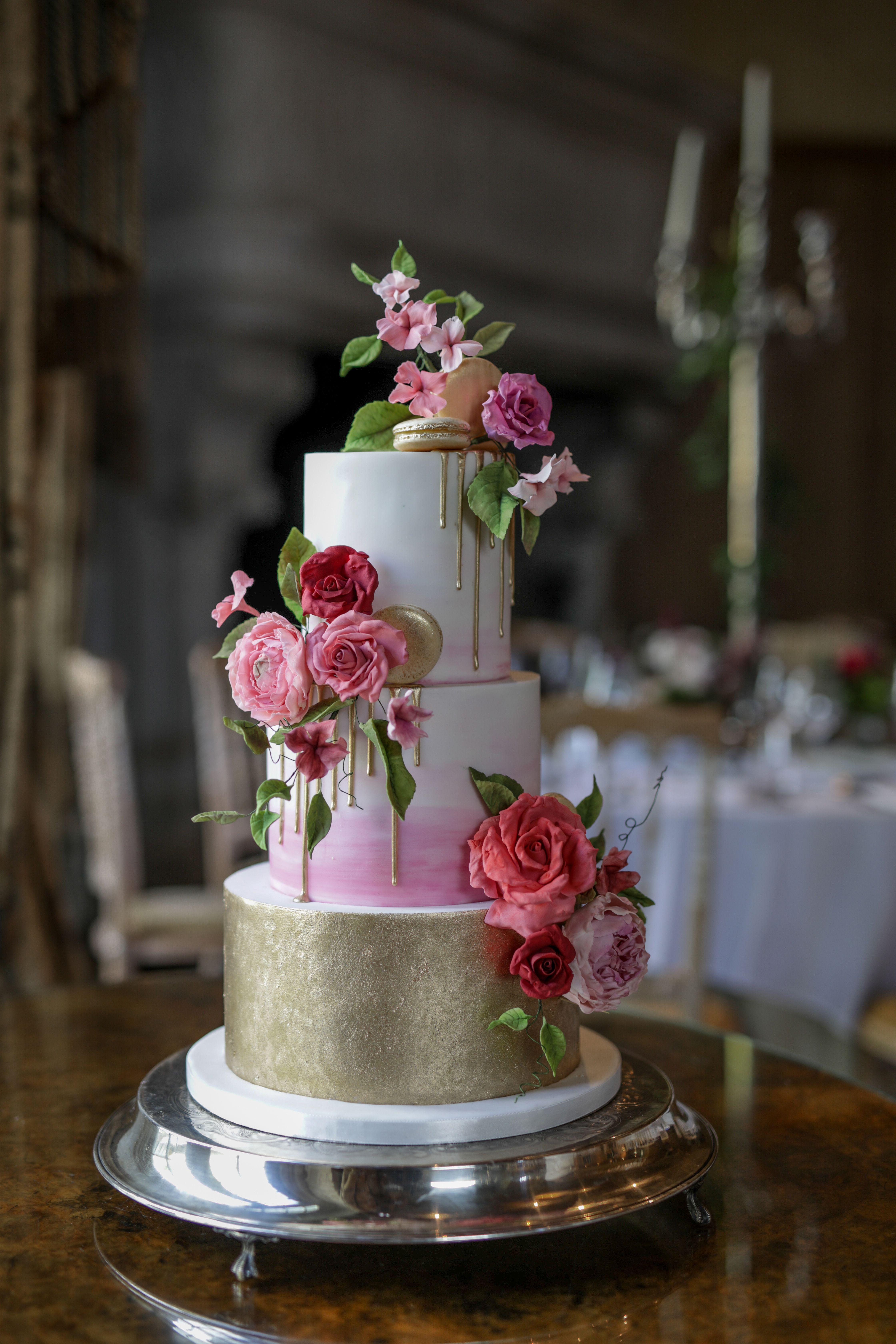 Tara and roryus wedding cake cliff at lyons cakes u cupcakes