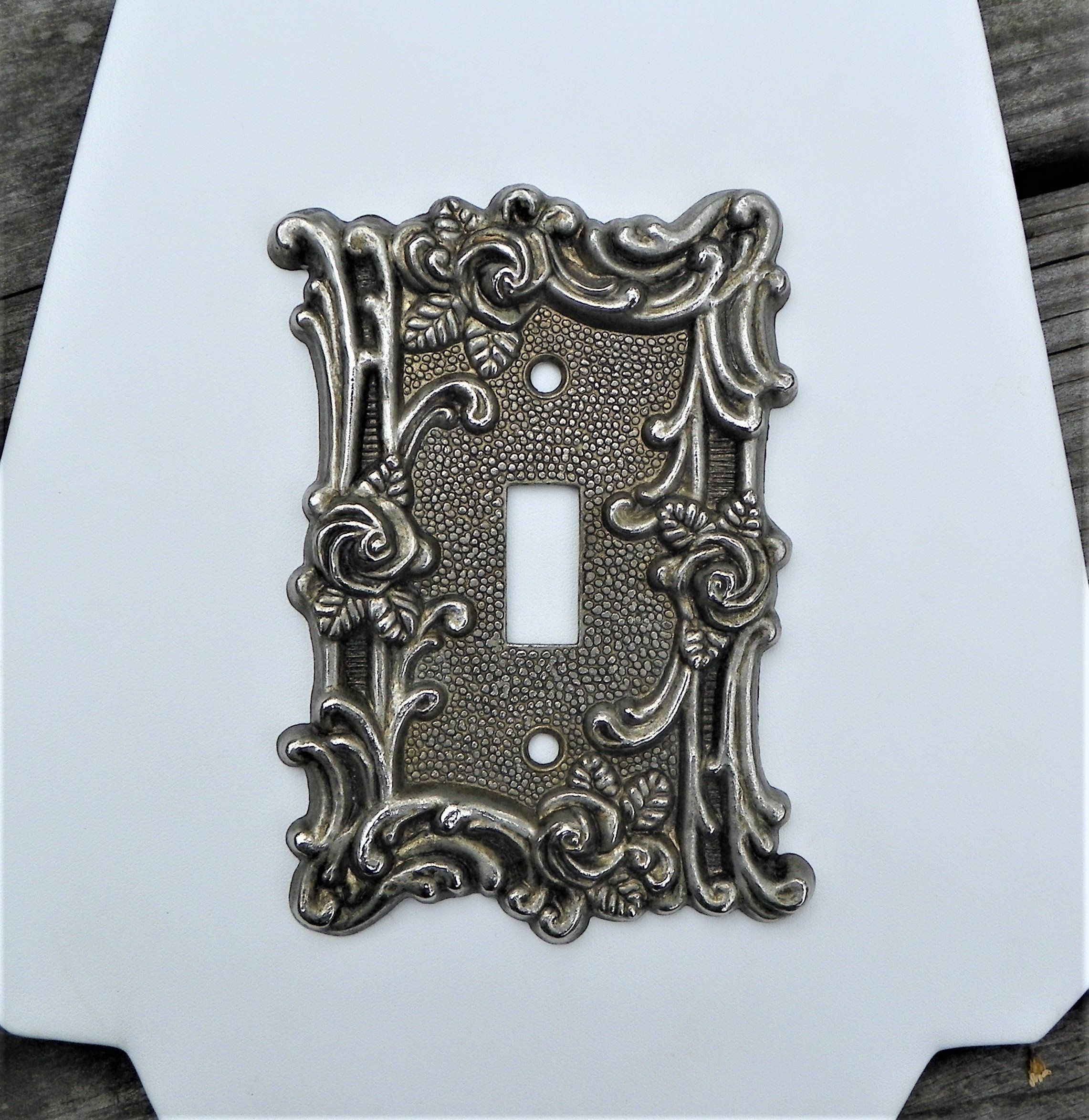 One Vintage Amer.Tack Ornate Floral Antique Brass Metal Wall Switch Plate Cover