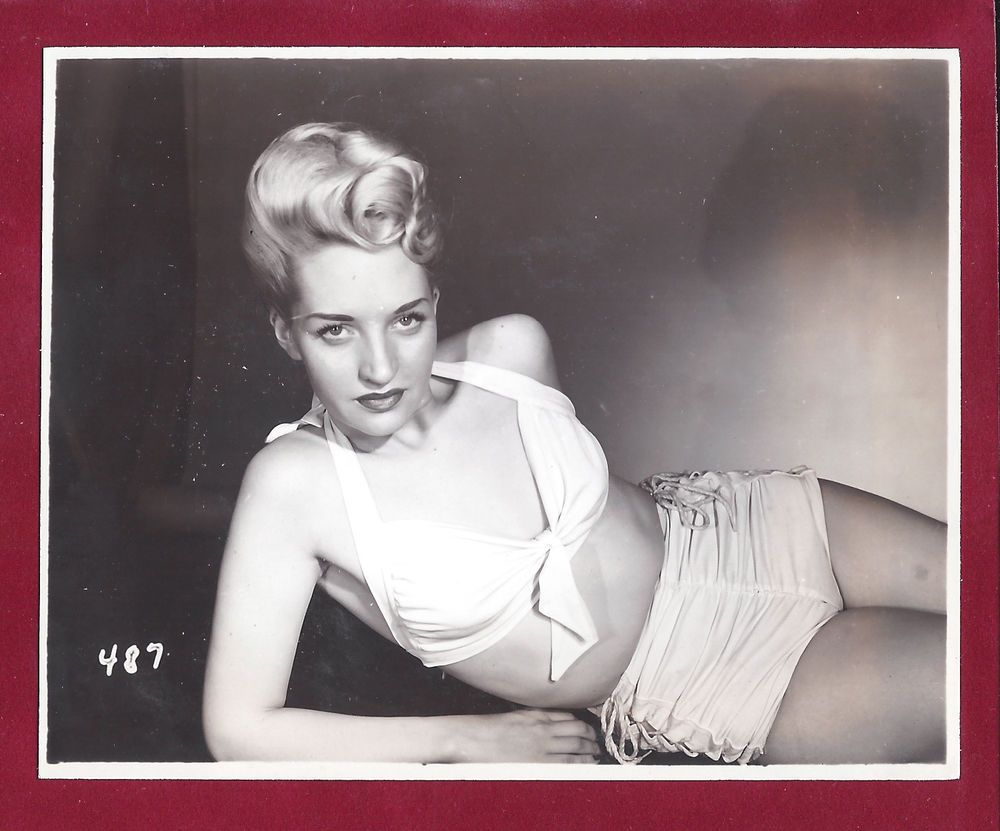 Rod! 1940 s era busty vids
