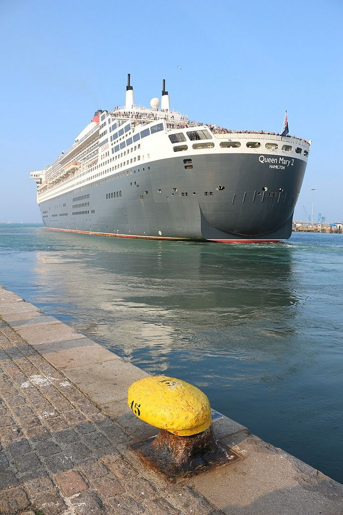 Le Queen Mary 2 En Escale A Cherbourg Cruise Ship Pictures Cruise Liner Luxury Cruise Ship