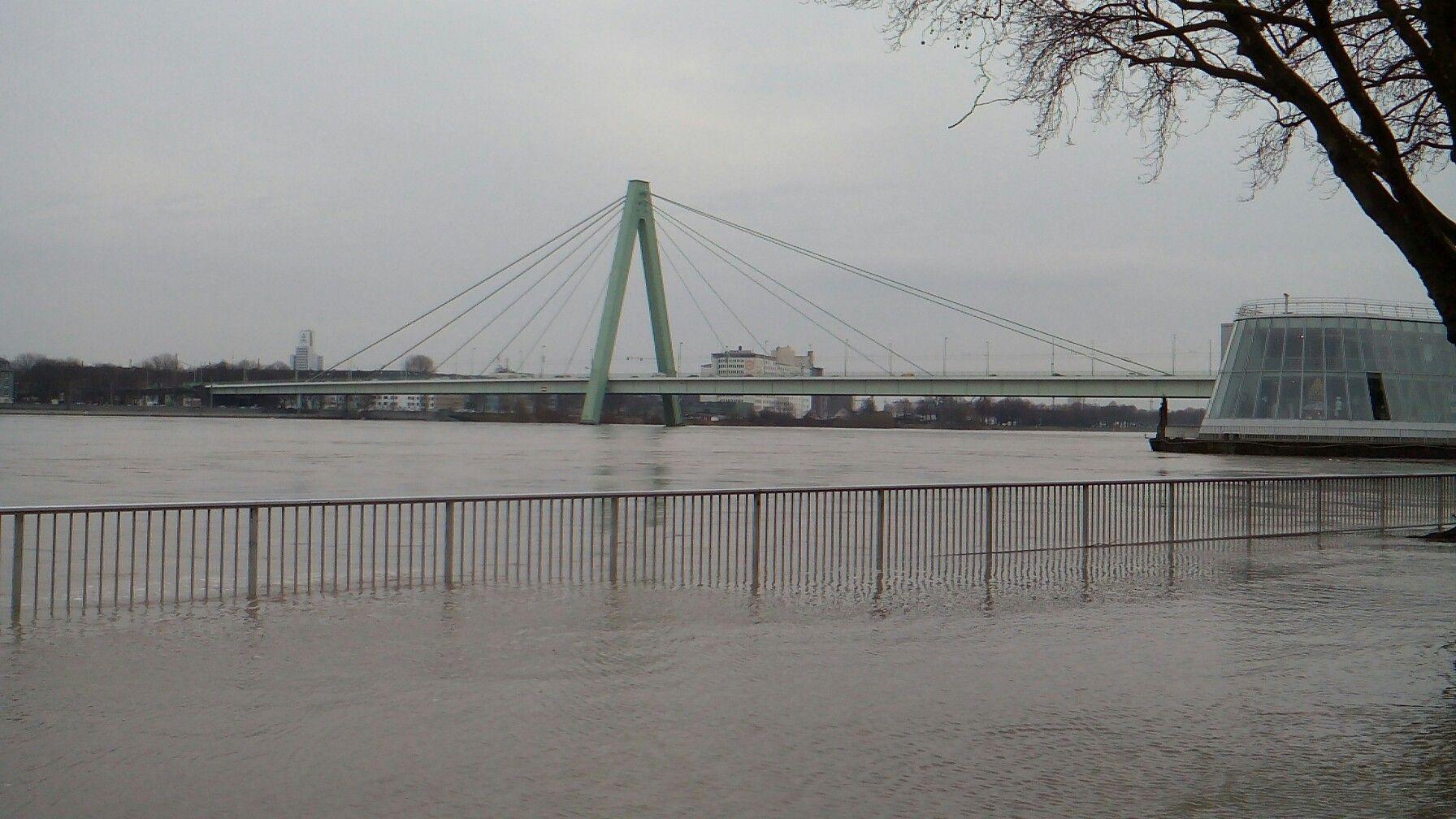 Pin Von Wolle Mclouis Auf Koln Hochwasser Mit Bildern Stadt Koln Hochwasser Stadt