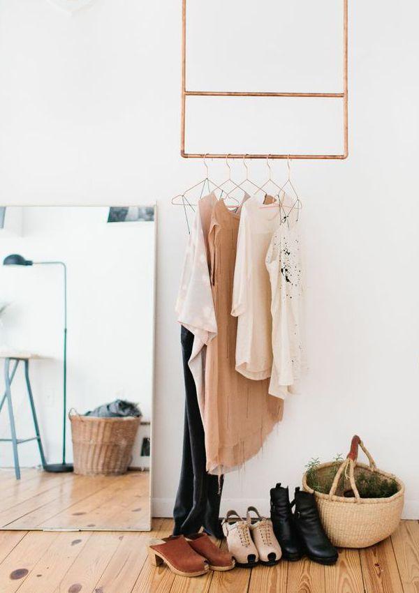 DIY Kleiderstange Lässt Sich Ebenfalls Wunderbar An Der Wand Befestigen.  Solches Modell Würde Die Nahtlose Erscheinung Einer Regalwand Perfekt  Ergänzen.