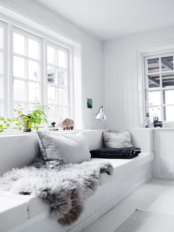 all white nook with cozy touches in this scandinavian home tour | via coco+kelley