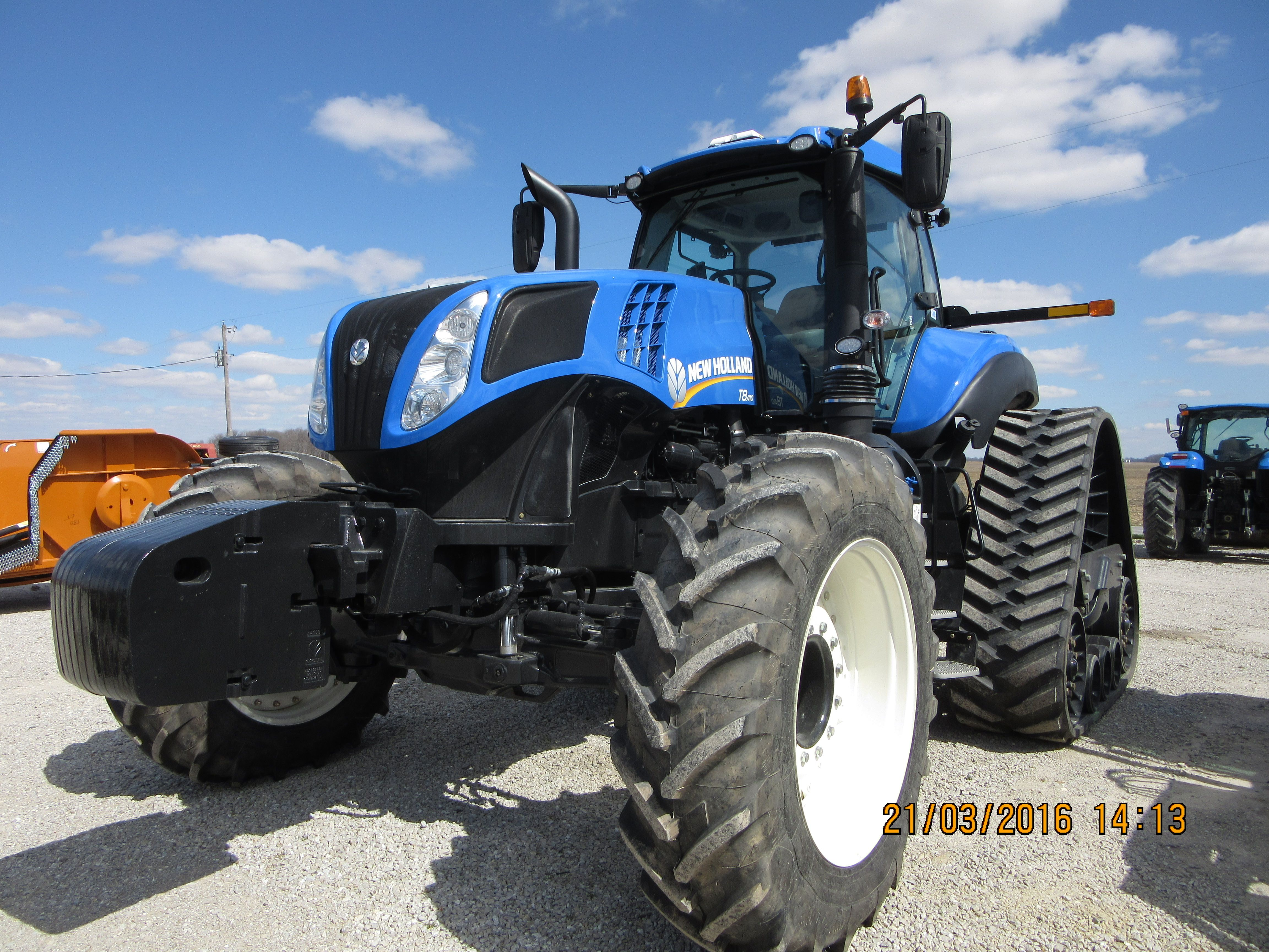 Front of New Holland T8.410 Smart Trax