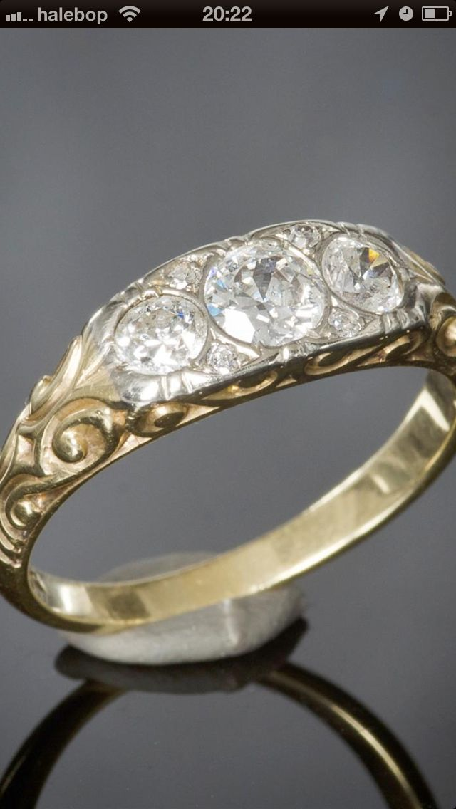 Vintage wedding ring, gold and diamonds. So pretty!
