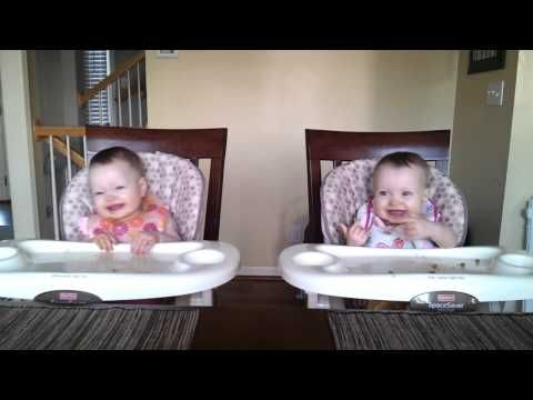 11 Month Old Twins Dancing to Daddy's Guitar,adorable!