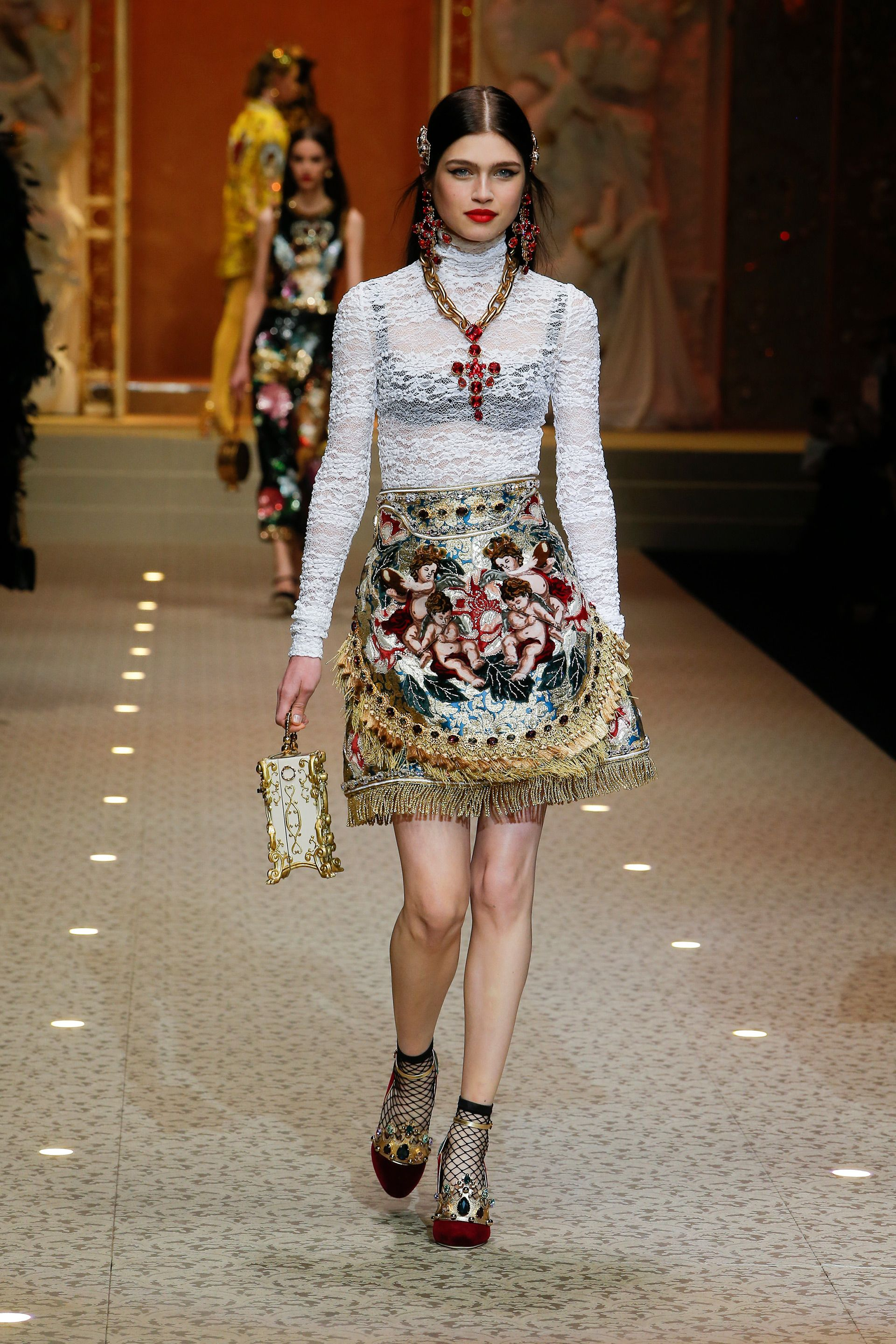 90b49f43951 Discover Videos and Pictures of Dolce   Gabbana Fall Winter 2018-19  Womenswear Fashion Show on Dolcegabbana.com.