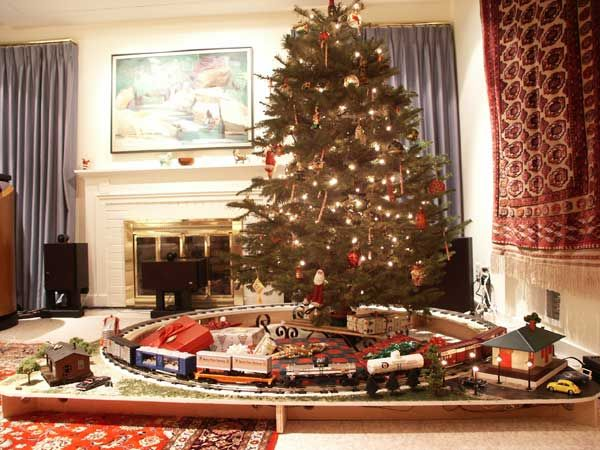 Lionel Train Set.. Set Up Under the Christmas Tree. | Lionel ...