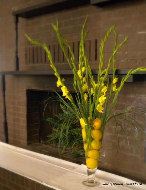 Fill A Tall Vase With Fresh Lemons And Add Tall Yellow Flowers For A Fresh Look And Scen Flower Arrangements Flower Vase Arrangements Table Flower Arrangements