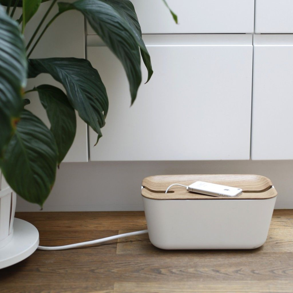 Boite Cache Prise Electrique une jolie boîte cache câble et range câble design | cache