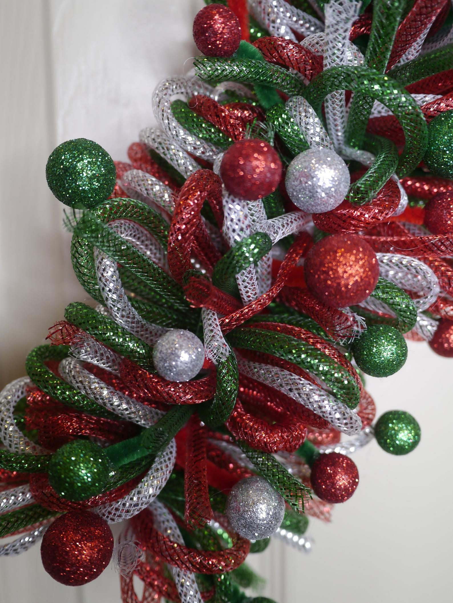 Christmas Wreath, Candy Cane, Candy Cane Christmas Wreath, Candy Cane Decor, Front Door Wreath, Holiday Wreath, FREE Shipping, Mesh Tubing #walkwaystofrontdoor