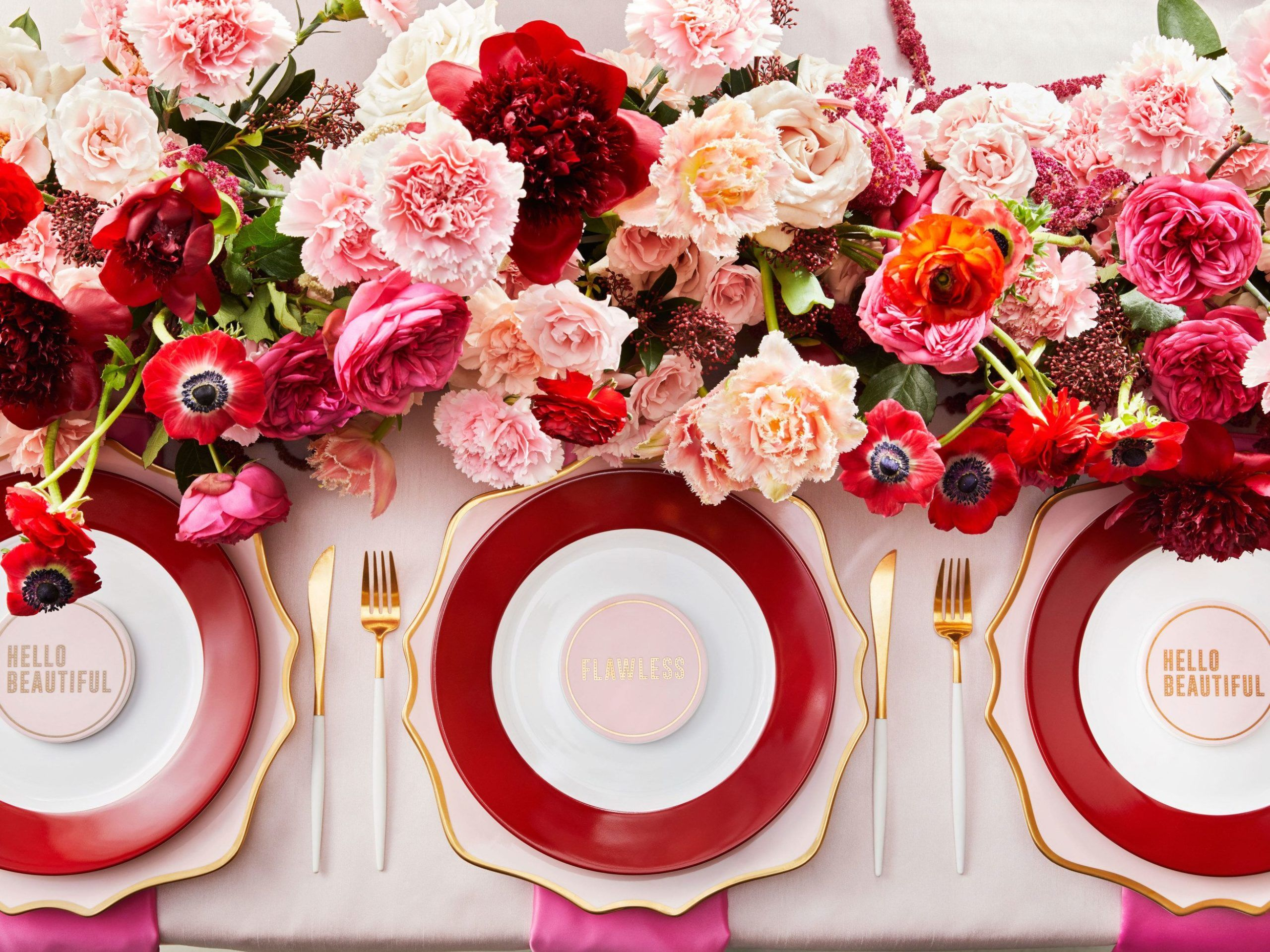 Red and pink tablescape in 2019   Red wedding decorations ...