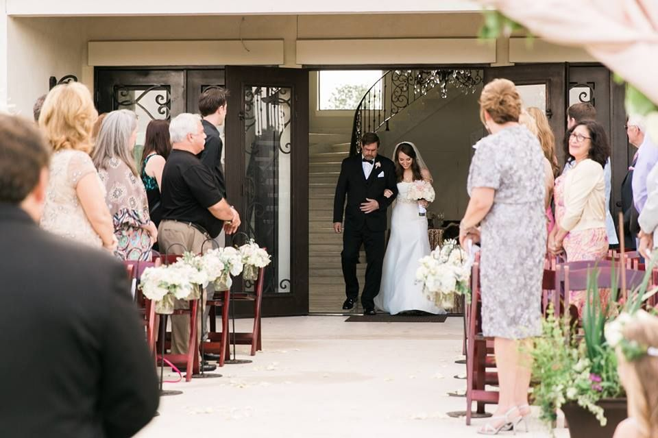 Bride's Ceremony Entrance at Thistlewood Manor, http://mymintphotography.com