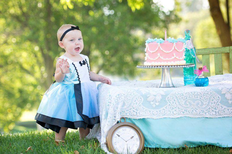 Adorable ALICE IN WONDERLAND Cake Smash // Nicole Pollard Photography