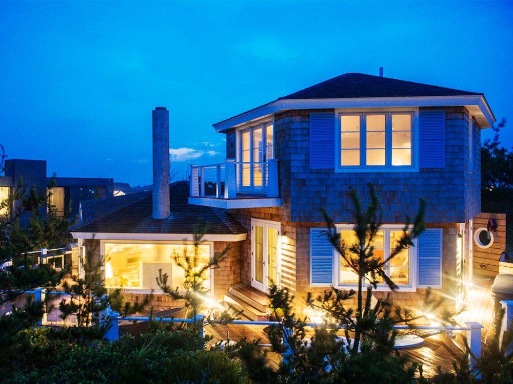 Inside a Compact, Contemporary Beach House