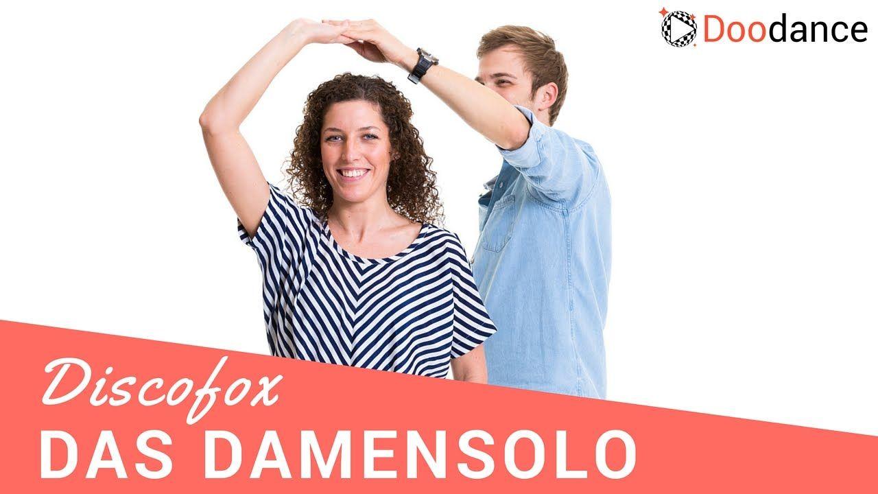 In diesem Video lernt Ihr Schritt für Schritt, wie das Damensolo im Discofox funktioniert. Außerdem zeigen Euch unsere Tanzlehrer Julia und Manuel, wie man das Damensolo mit dem Grundschritt verbindet und geben Euch wertvolle Tipps zur Führung und zur richtigen Technik.