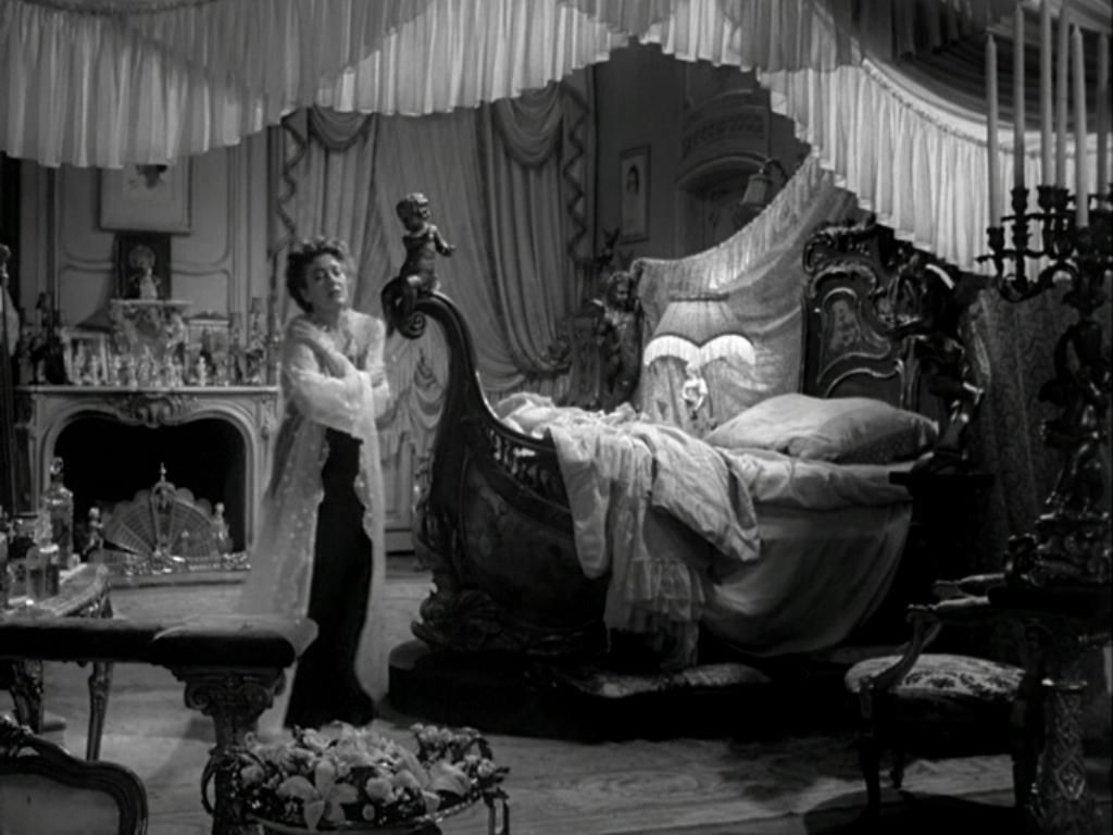 Gaby Delys 39 Swan Bed On The Set Of Sunset Boulevard