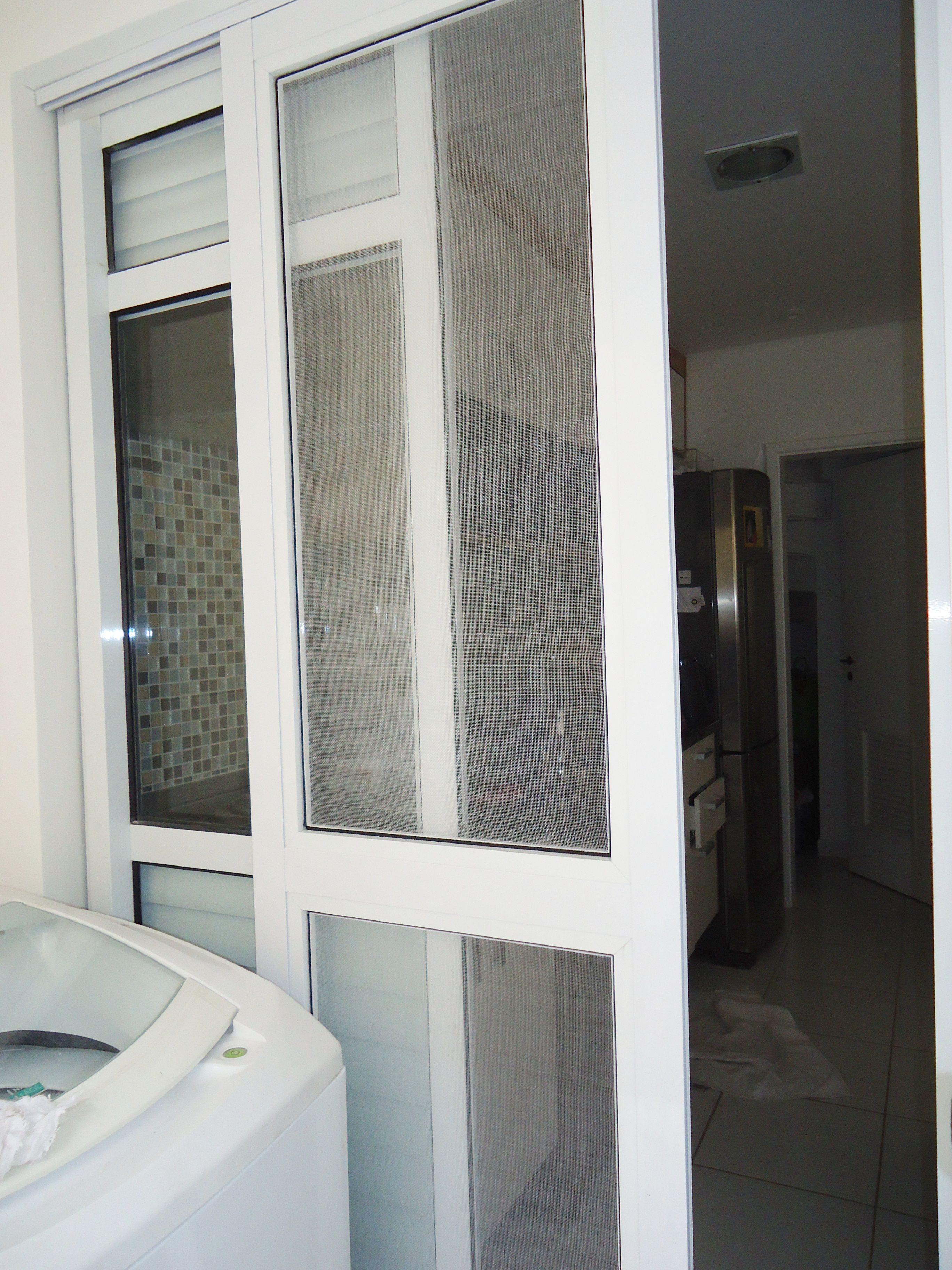 Porta De Aluminio Branco Para A Area De Servico E Cozinha Sendo