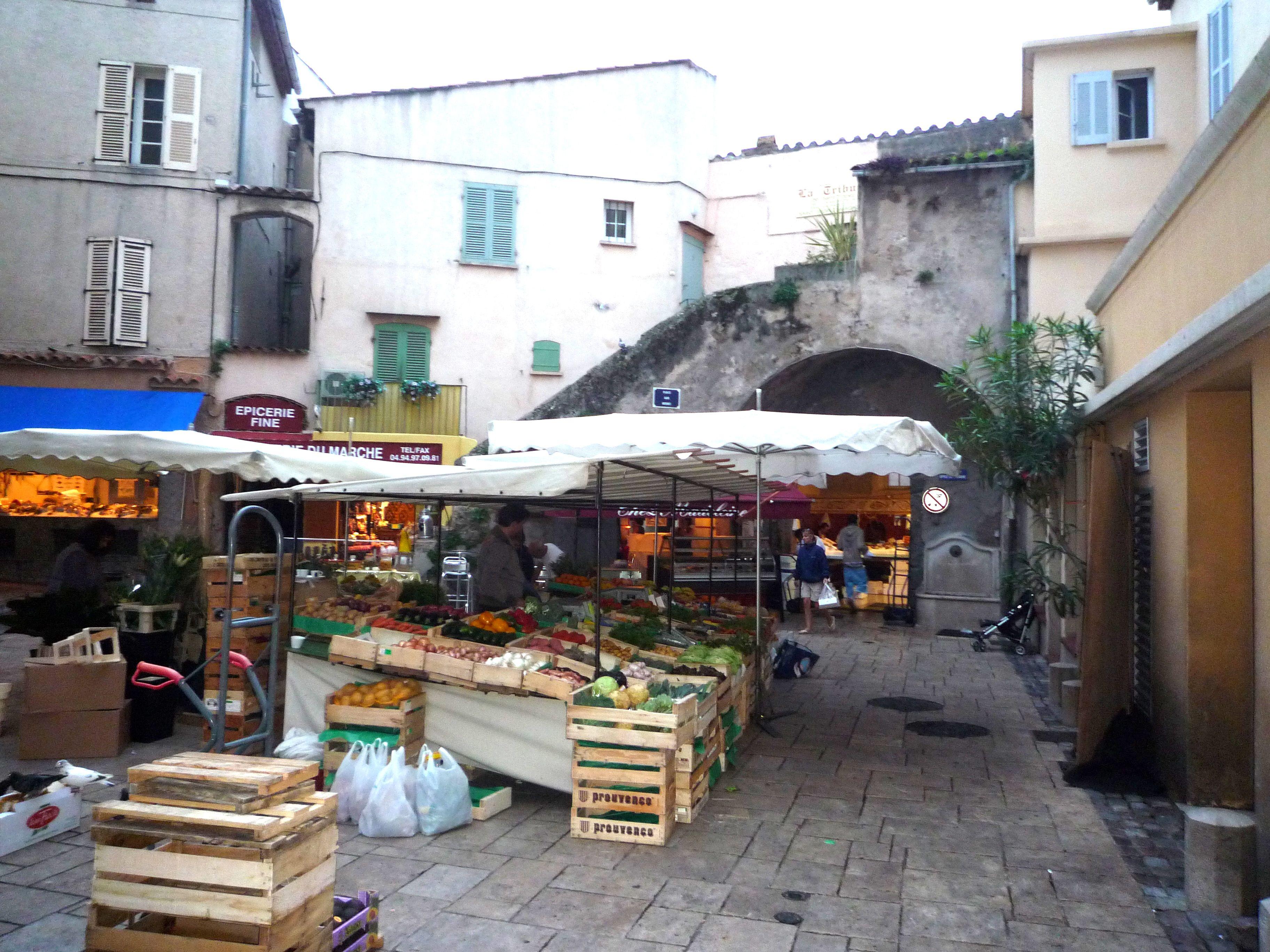 Street market St Tropez