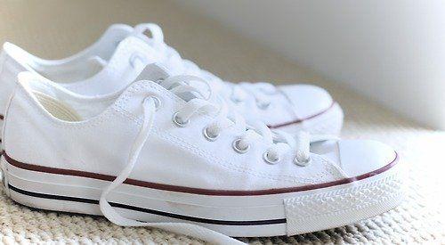 137daca9435 Trucos para lavar tus zapatillas de tela