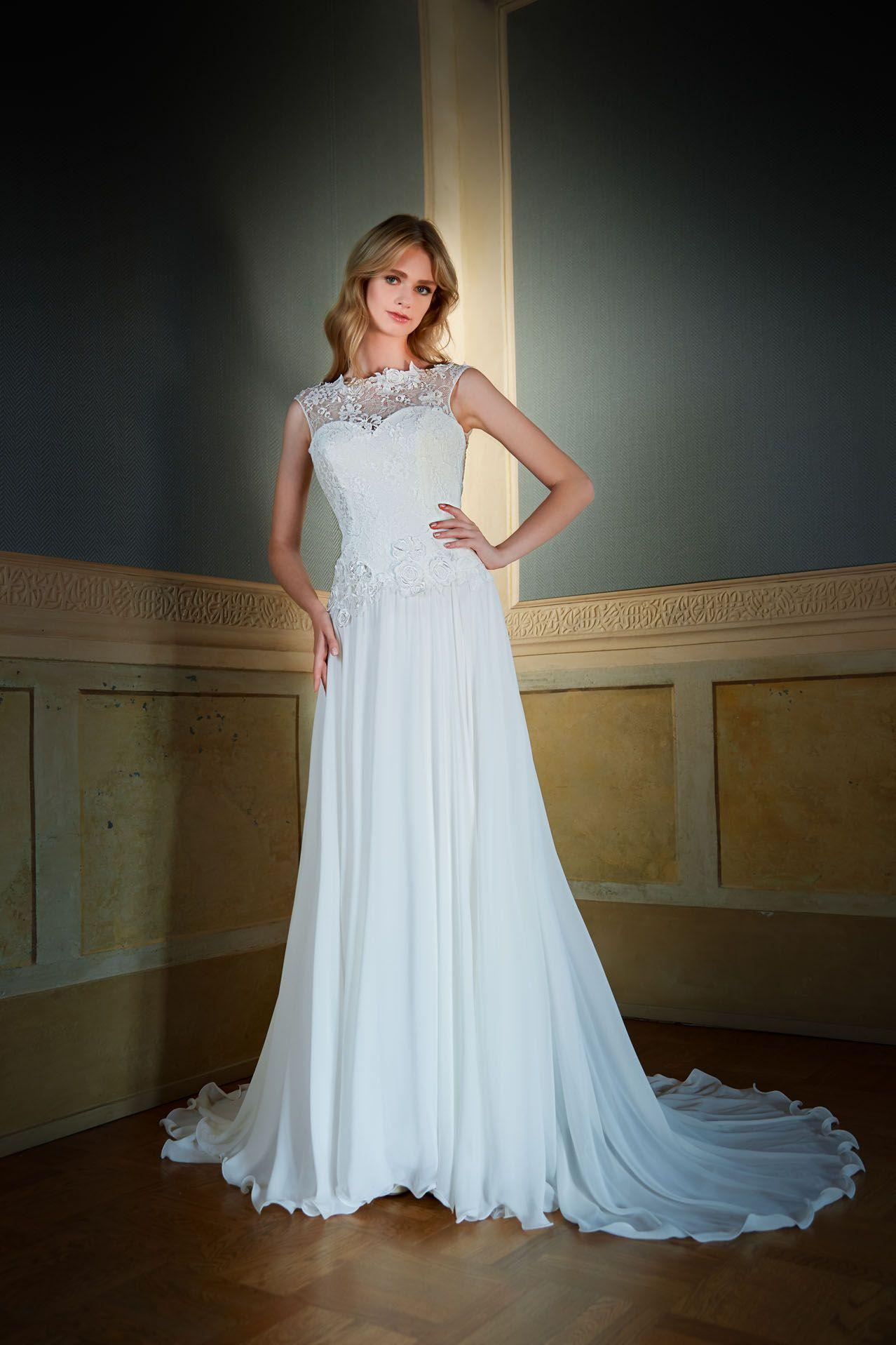 3fff82e084a0 MODELLO SB 2318 Meraviglioso abito da sposa in stile chabby chic con  bustino a vita bassa