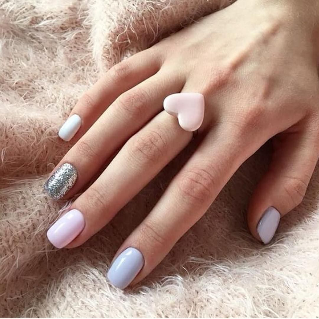 Mix and match nail colors