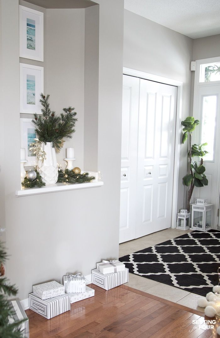 Elegant Silver and Gold Christmas Entryway Decor Ideas ...