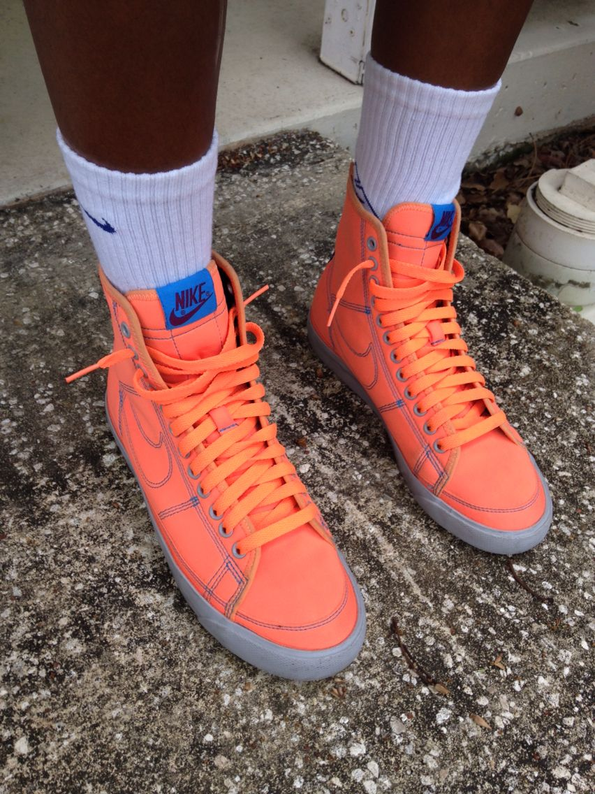 Nike Blazer! There's a zipper on the
