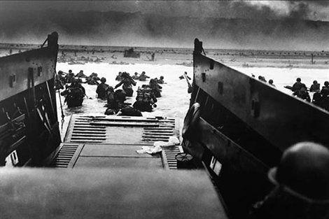 WW2 MARINES beach landing poster 24X36 b//w photo historic COLLECTORS IMAGE