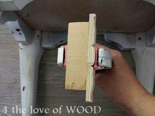 PRÓXIMO ... Colei cada metade a um pequeno pedaços de madeira, de forma que pode ser ligado ao fundo de o armário facilmente
