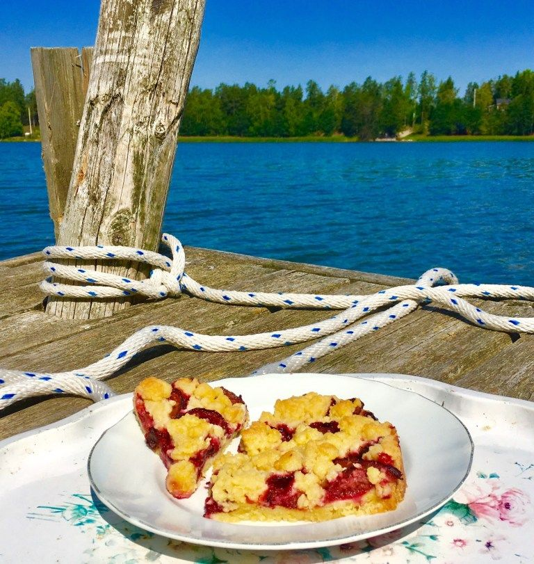 Photo of Grandpa's plum cake – quick crumble cake with plums