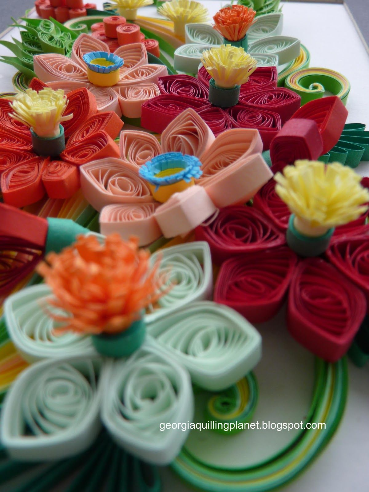 Quilling Frame - Happy Color Flowers | Quilling Patterns | Pinterest ...