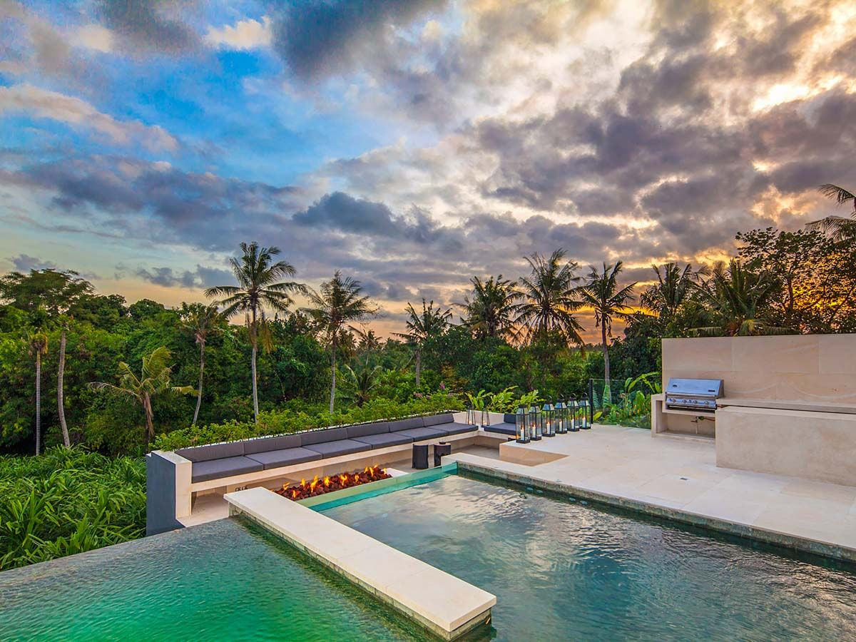 36 Palms Boutique Retreat Infinity Pool And Lounge Area Of The Palm House In Canggu Bali