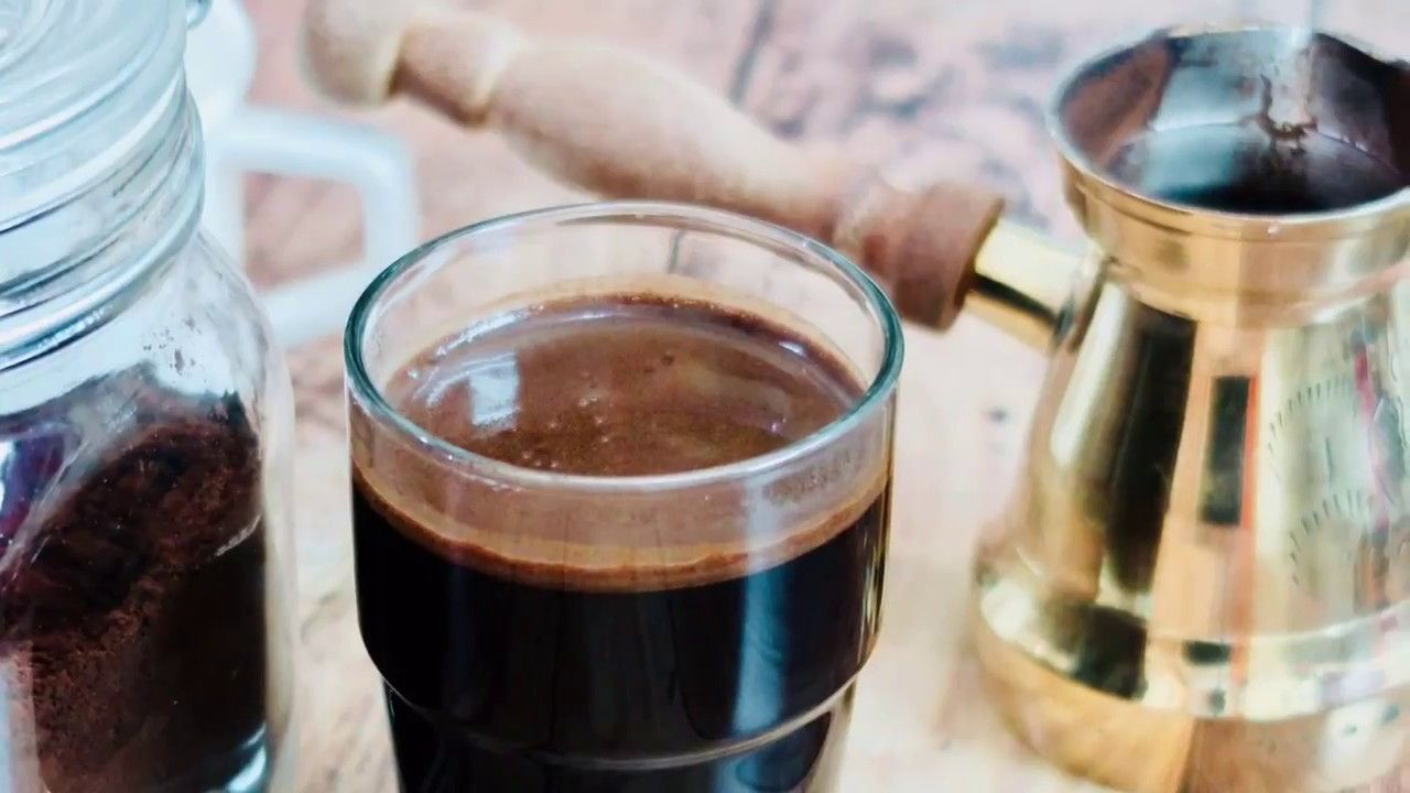 الطريقة الصحيحة لعمل القهوة التركية مش هتشربها على القهوة تانى سر ا Food Yummy Food Tableware