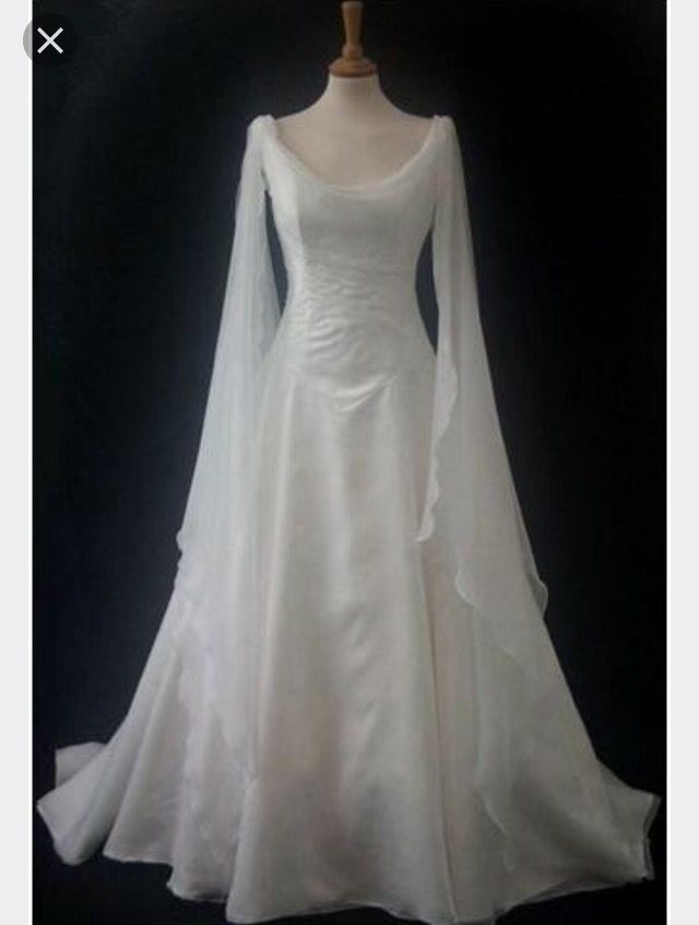 I love so Much this beautiful gothic wedding drees
