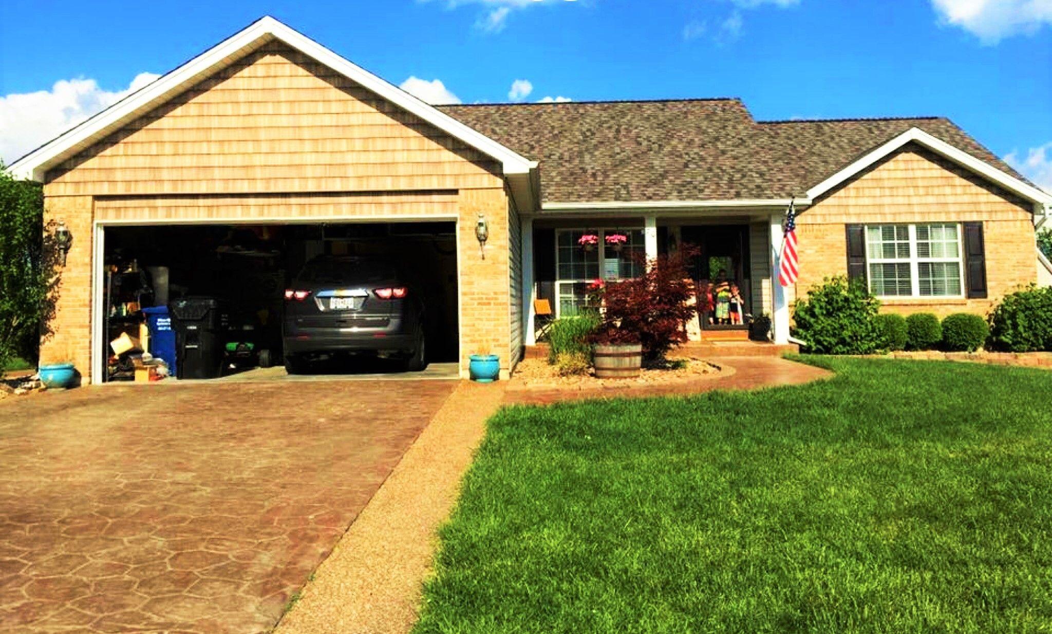 Best Ranch Style Home Metal Siding Tan Brick Tan Roof 400 x 300