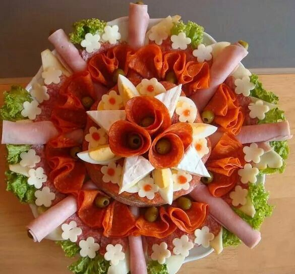 Essen Dekoration idee in cucina misy a slané torty wurstplatte