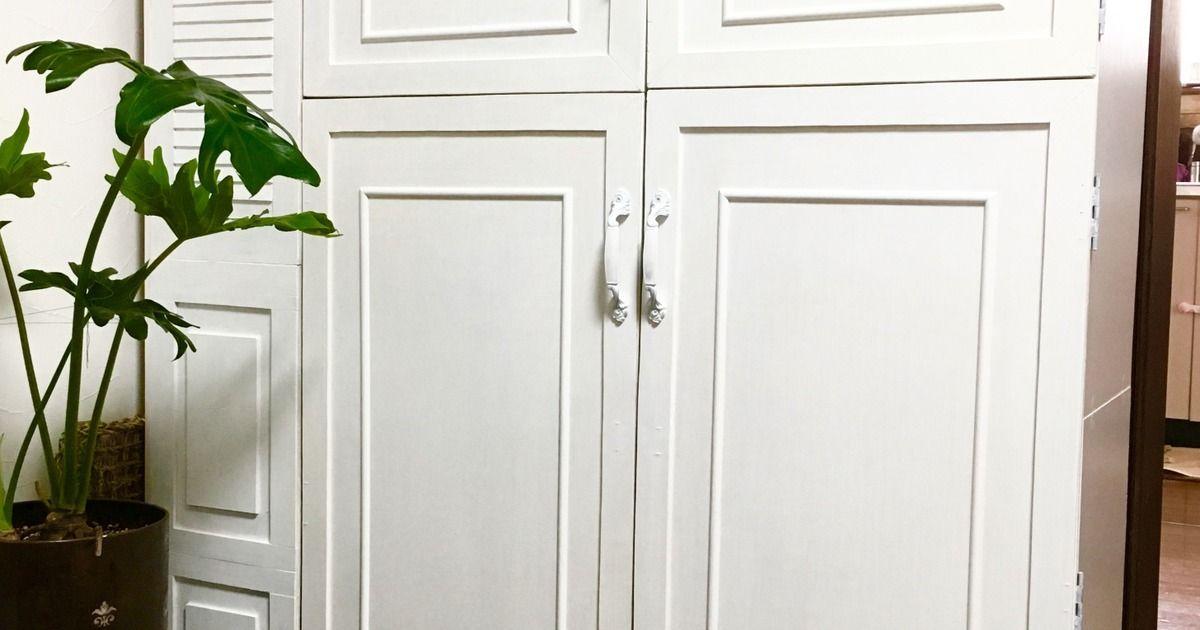 板を張り合わせた飾り扉を 蝶番で取り付けるだけ 手持ちのカラーボックスが 重厚感のあるアンティーク風キャビネットに大変身 カラーボックス インテリア 収納 キャビネット