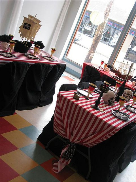pirate party table decorations centerpieces and trays. Black Bedroom Furniture Sets. Home Design Ideas