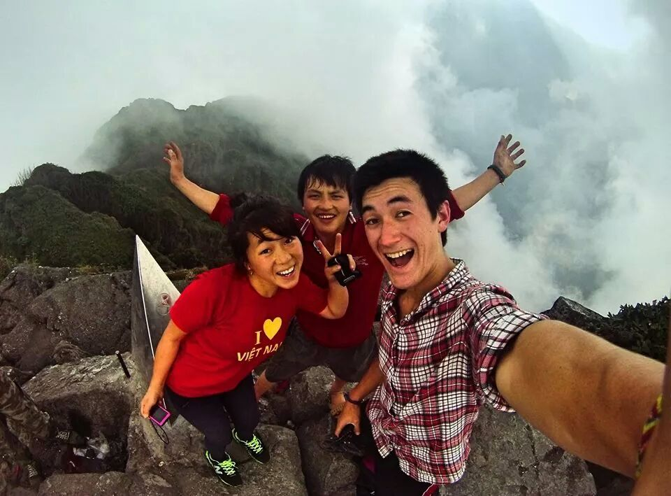 Fansipan peak 3,143m with Sapa O'Chau staff, trekking guide and volunteer. Welcome back, Jack, for another round of volunteering. #socent #vietnam