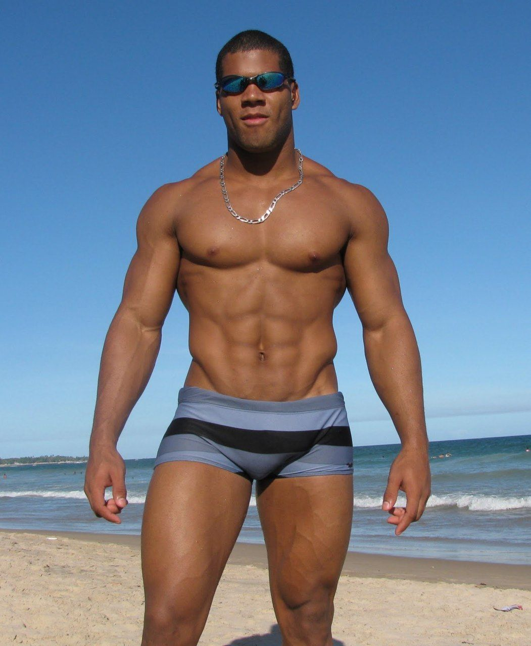 Black man naked on beach muscles — photo 5