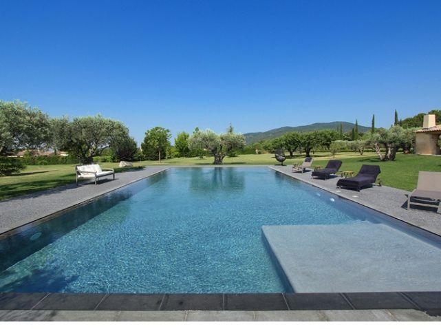 Un fabuleux dossier sur les plus belles piscines de france for Piscine miroir noire