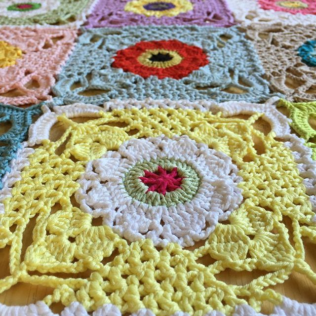 Rustic Lace square...There\'s a diagram for making this beautiful ...