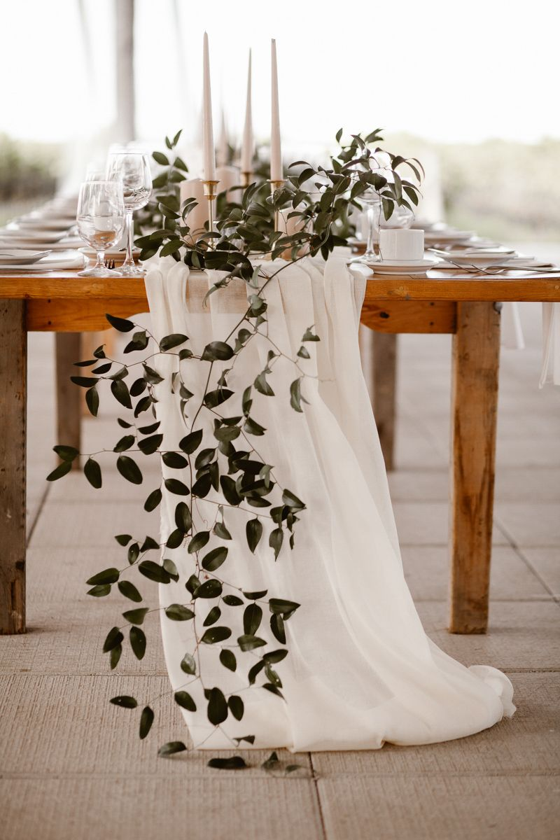 COOL + CLASSIC RAVINE VINEYARD WEDDING // REED PHOTOGRAPHY