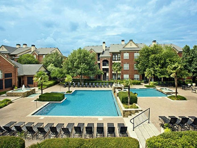 Vv M Apartments In Addison And North Dallas Tx Dog Friendly Apartments Apartments For Rent House Styles