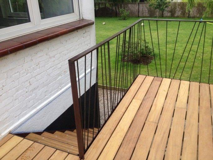Terrasse ossature acier suspendue, garde corps aléatoire, escalier